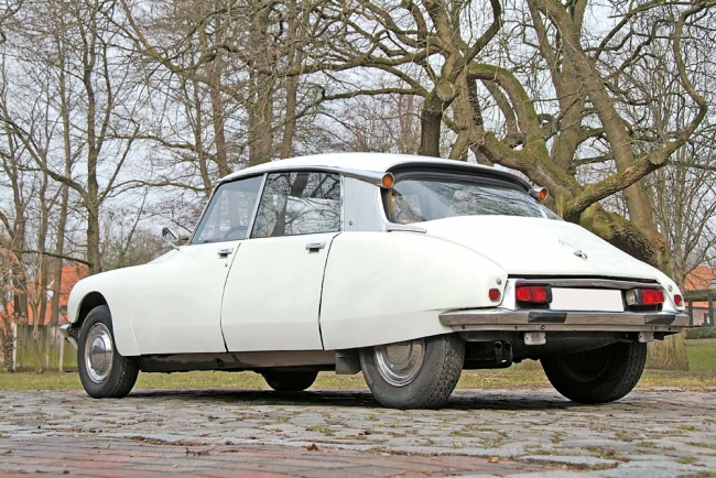 am042010_5702_citroen_ds_00