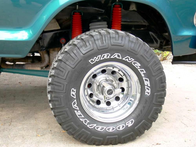 am022012_7052_ford_bronco_06