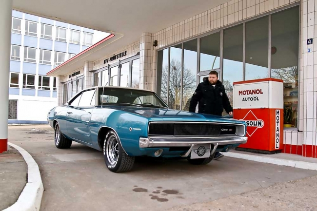 am032012_7057_dodge_charger_00