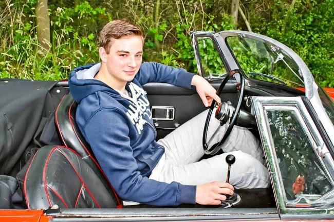 Alles neu für Dominik: Erste Fahrt im Roadster, Hecktriebler, Oldtimer