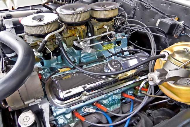 """Pontiac 389er mit """"Tripower""""-Vergaseranlage"""