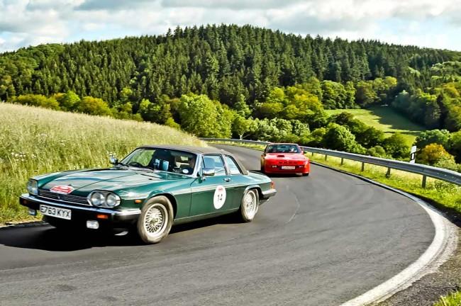 Der Porsche macht im Starterfeld eine gute Figur. Und beim Jaguar-Jagen (mit Schauspieler Jürgen Vogel am Steuer) auch