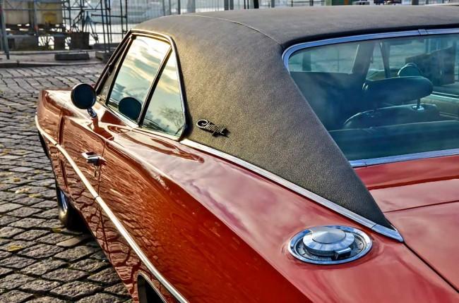Die meisten Charger hatten ein stylisches zeittypisches Vinyldach, das jedoch stärkerer Alterung unterworfen sein kann und Unterrostung begünstigt...