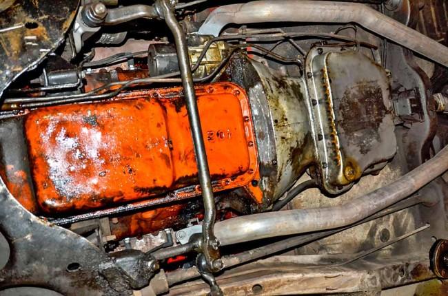 Motor und Getriebe unseres Fotomodells leiden unter Ölverlusten, was leider nicht ungewöhnlich für nicht überholte Aggregate ist