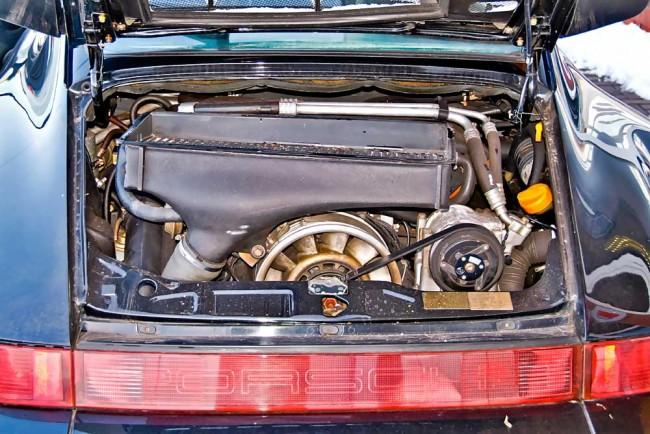 Es ist immer wieder erstaunlich, wie standfest auch die luftgekühlten Hochleistungstriebwerke im Porsche 911 Turbo sind. Laufleistungen über 200.000 Kilometer - ungeöffnet - sind nicht ungewöhnlich, wenn die Wartung regelmäßig durchgeführt wurde