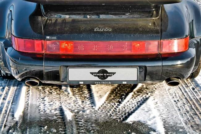 Auch von hinten zeigt sich der 964er klassisch. Allerdings mutieren die roten Rückleuchten manchmal zum Aquarium
