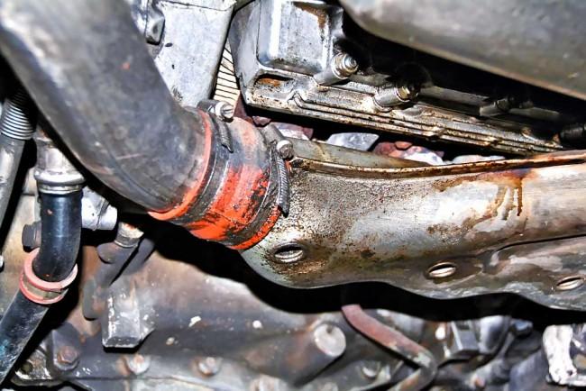 Geringe Ölverluste sind bei den Luftgekühlten nicht ungewöhnlich. Beim 964 Turbo sind es meist kleinere Undichtigkeiten am Steuerkettengehäuse und an den Zylinderköpfen