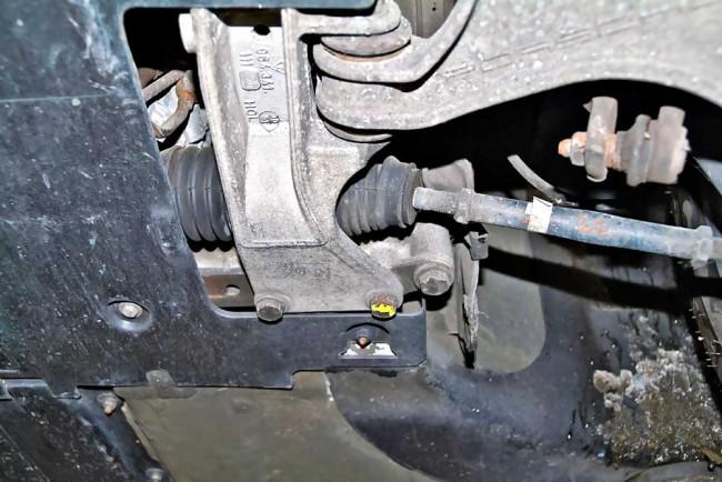 Der 964 Turbo verfügte von jeher über spurpräzise Lenkstangen mit Uniball-Gelenken