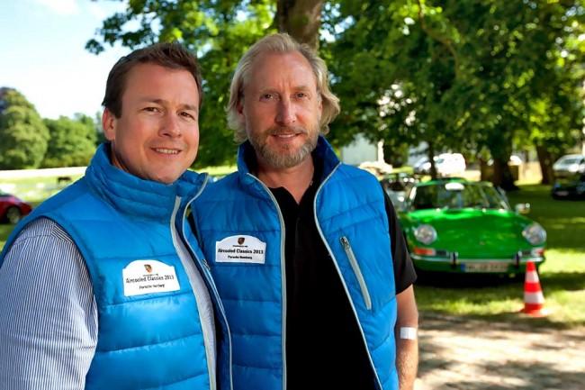 Andreas Tetzloff, Geschäftsführer Porsche Zentrum Hamburg und DAZ-Verleger Marco Wendlandt (rechts)