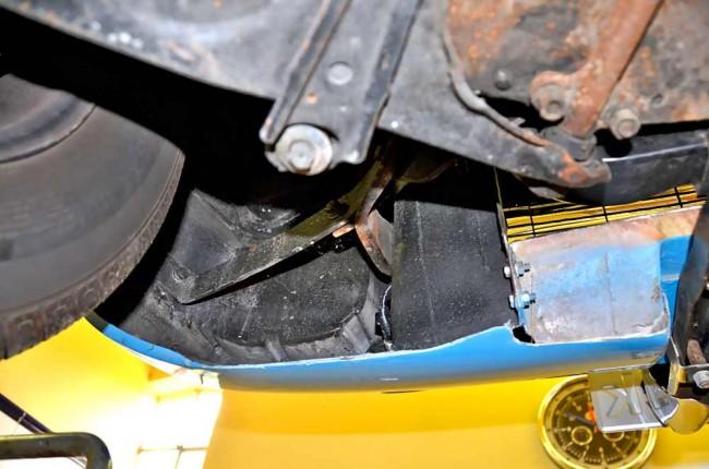 Prüfen Sie die Aufhängungspunkte der Kunststoffkarosserie. Hier werden manchmal kaschierte Unfallschäden erkennbar
