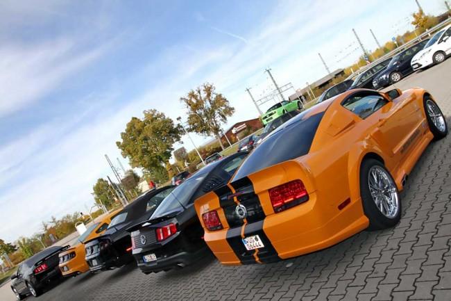 Realität: Ständig befinden sich 20 Ford Mustang im Bestand, zusätzlich gibt es fünf Vorführwagen