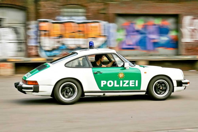 Rocker und Roller: Der Porsche sitzt wie angegossen