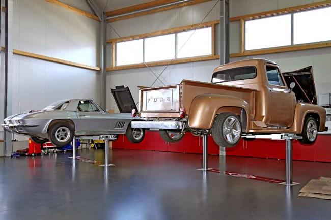 Im sauber aufgeräumten Verkaufsraum befinden sich neben aktuellen Modellen und US-Klassikern auch Euro-Klassiker und Sportwagen