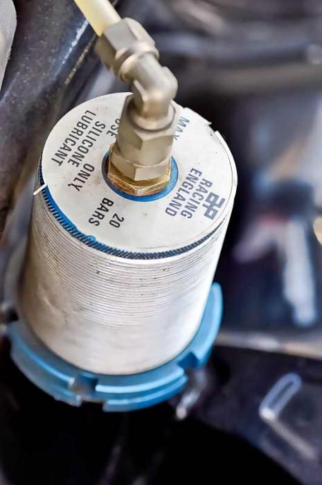 Sorgt für schnellen Reifenwechsel: hydraulische Heber
