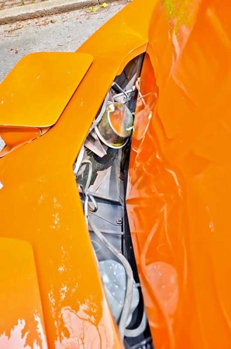 Die Aktuatoren für die pneumatisch öffnenden Scheinwerfer können undichte Membrane oder Zuleitungen haben. Unbedingt prüfen! Teile sind zwar problemlos erhältlich, die Lecksuche ist aber höchst aufwändig