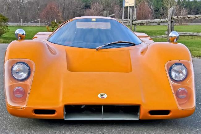Der M6GT war ein erster Versuch, auf der Straße Fuß zu fassen. Der Motor stammt von Chevrolet - ein V8 mit 276 PS. Der gesamte Prototyp wiegt nur 800 Kilo, ganz nach den Leichtbaukriterien aus dem Rennsport gefertigt. Das originale Einzelstück ist nur einen Meter hoch. Ob jemals jemand mit dem Wagen die angepeilten 290 km/h gefahren ist, ist nicht gesichert...