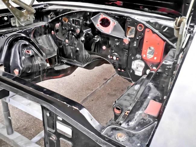 Lackiervorbereitung, günstig: halbzerlegte, angeschliffene Mustang-Karosserie