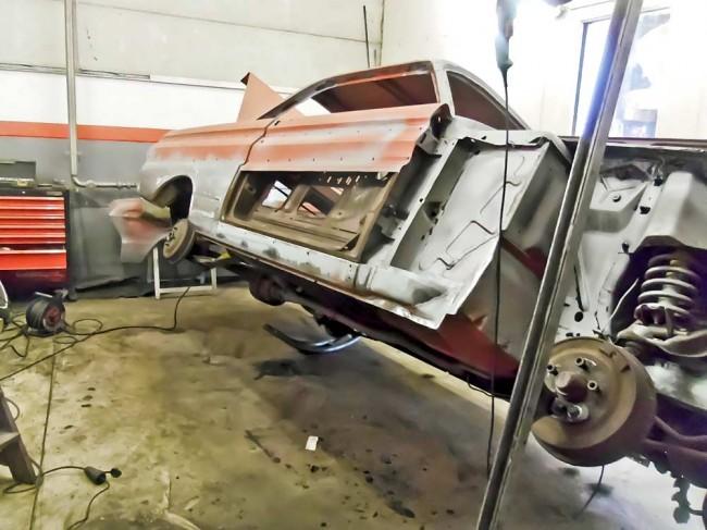 Blecharbeiten, exotisch: lokale Reparatur am Ford ohne Reparaturteileversorgung
