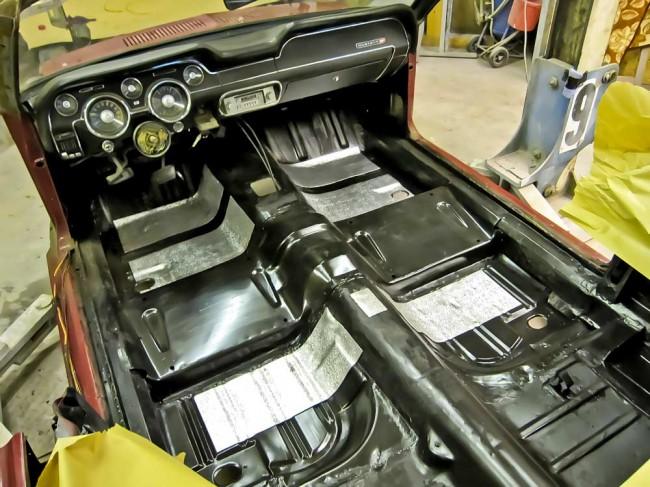 Blecharbeiten, Großserie: Komplett erneuerter Kabinenboden, Mustang Cabriolet