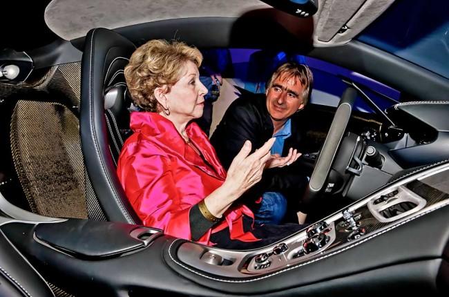 ...so sieht das auch die Witwe des Challenger-Kommandanten June Scobee Rodgers, hier im Gespräch mit dem Autor