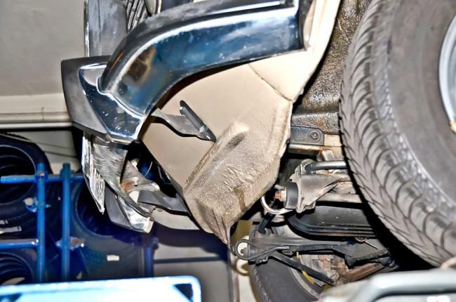Rost an der Frontschürze fängt oft aufgrund von Steinschlagmacken an, oder er startet am Übergang zu den (verschraubten) Kotflügeln