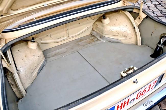 """Krass: Vergleichen Sie das karge """"Kofferraumambiente""""..."""