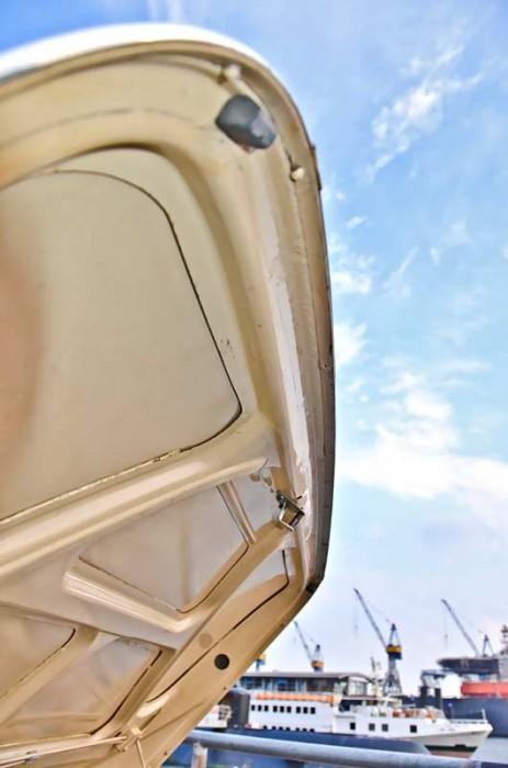Die Unterkante des Kofferraumdeckels ist korrosionsgefährdet, eine Hohlraumkonservierung kann dies aufhalten