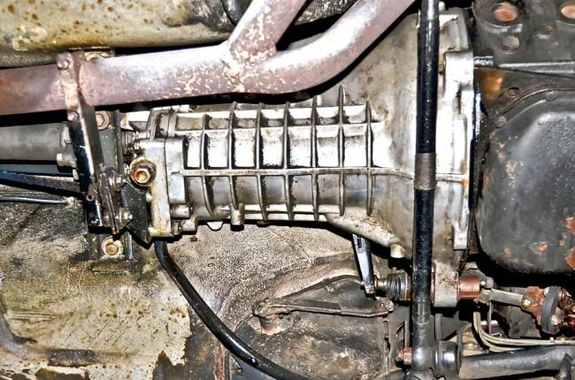 Undichte Getriebe sind eher selten, und auch technisch gibt es wenig an den Schaltboxen auszusetzen. Höher bewertet werden Fünfganggetriebe, eine optionale Automatik (nur im 2002 erhältlich) wird geringer bewertet