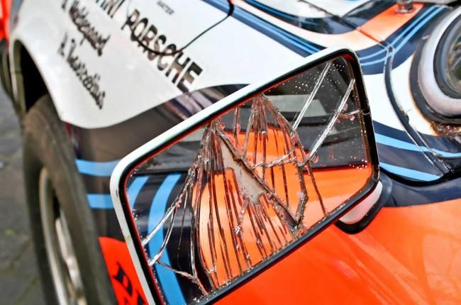 Frisch aus der Wüste: Der Museums-Porsche existiert noch so, wie er von der Rallye kam - mit kaputtem Spiegel, geschmolzenem Erste-Hilfe-Kasten, verplombtem und versandeten Motor und gerissenem Scheibenrahmen