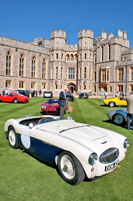 Vielleicht nicht unbedingt eine Grazie, aber ein wichtiger Engländer: ein Healey Lightweight auf königlichem Rasen. Was fehlt, ist ein MG...
