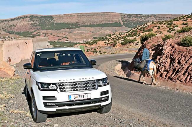Moderne trifft Tradition: In Marokko ist der Esel noch das am weitesten verbreitete Verkehrsmittel mit 4x4-Antrieb