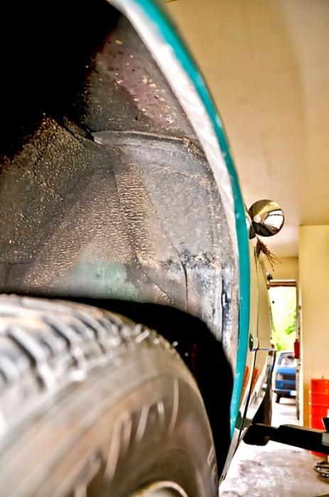 Wichtig: Das angeschraubte Blech an der Spritzwand zur Fahrgastzelle sollte vorhanden sein