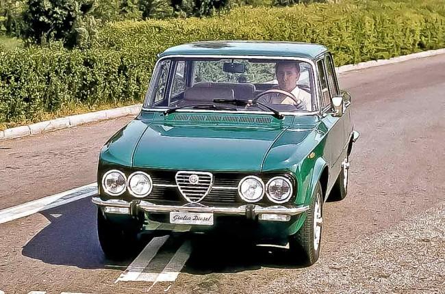 """Die bei Sammlern nicht so beliebte Facelift-Version der Giulia mit Kunststoff-Kühlergrill heißt """"Nuova Super"""" – im Bild als unsportliche 55 PS-Diesel-Variante. Dem Autor ist noch nie eine Diesel-Giulia begegnet"""