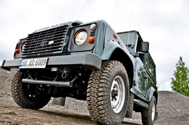 am0813_land_rover_defender_01