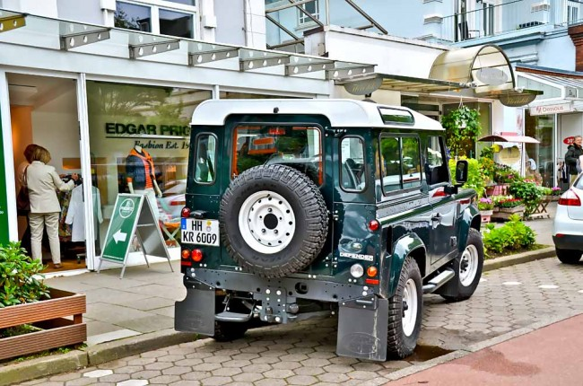 am0813_land_rover_defender_02