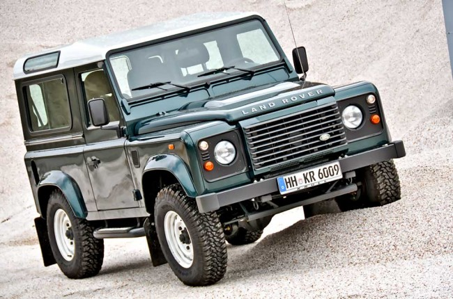 am0813_land_rover_defender_05