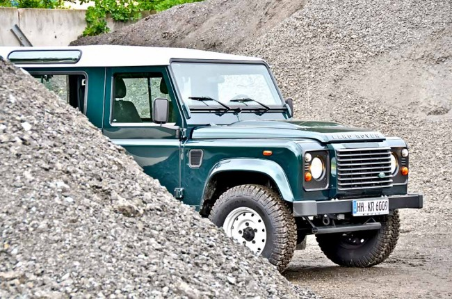 am0813_land_rover_defender_13