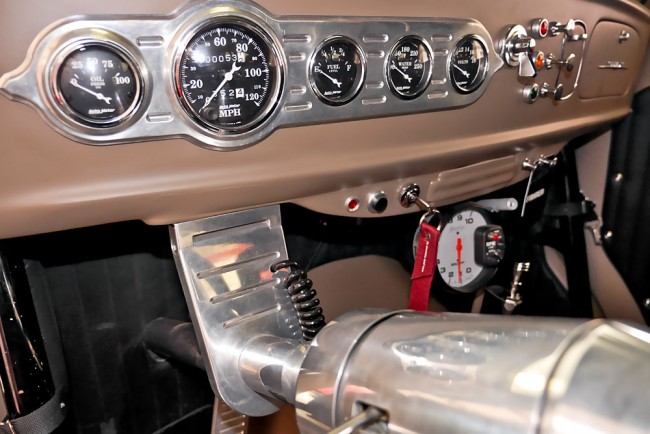 04-Willys-Cockpit-06