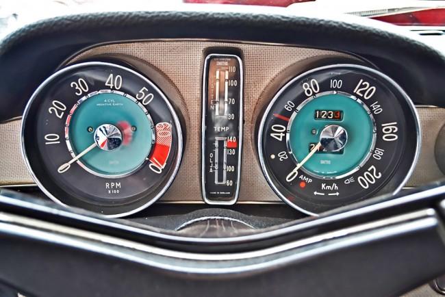 Volvo-P1800-Interior-01