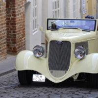 Ford V8 DeLuxe Cabrio Hot Rod 1933 – Offen für Subkultur
